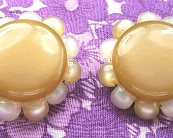 Vintage clip on button and beads earrings