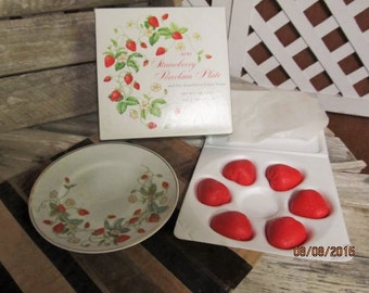 Vintage 1978 Avon Strawberry Porcelain 22k Gold Trimmed Plate & Six Guest Soaps - New in Original Box NOS new old stock