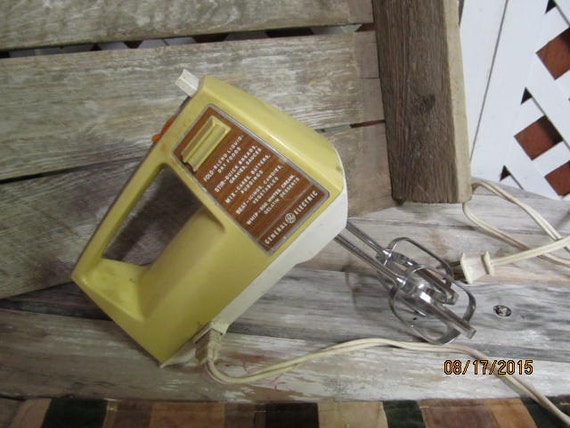 Vintage ge general electric hand mixer harvest gold in for General electric mixer vintage