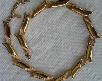 Vintage Monet 1980's gold ton necklace choker signed