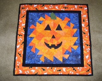 Halloween quilt-jack-o-lantern quilt-machine quilted and pieced-wall hanging-table decoration