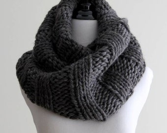 Knit Infinity scarf,  knit wool scarf, 100% soft wool scarf, Chunky infinity scarf, Dark grey knitted scarf, handknit scarf, soft and cozy