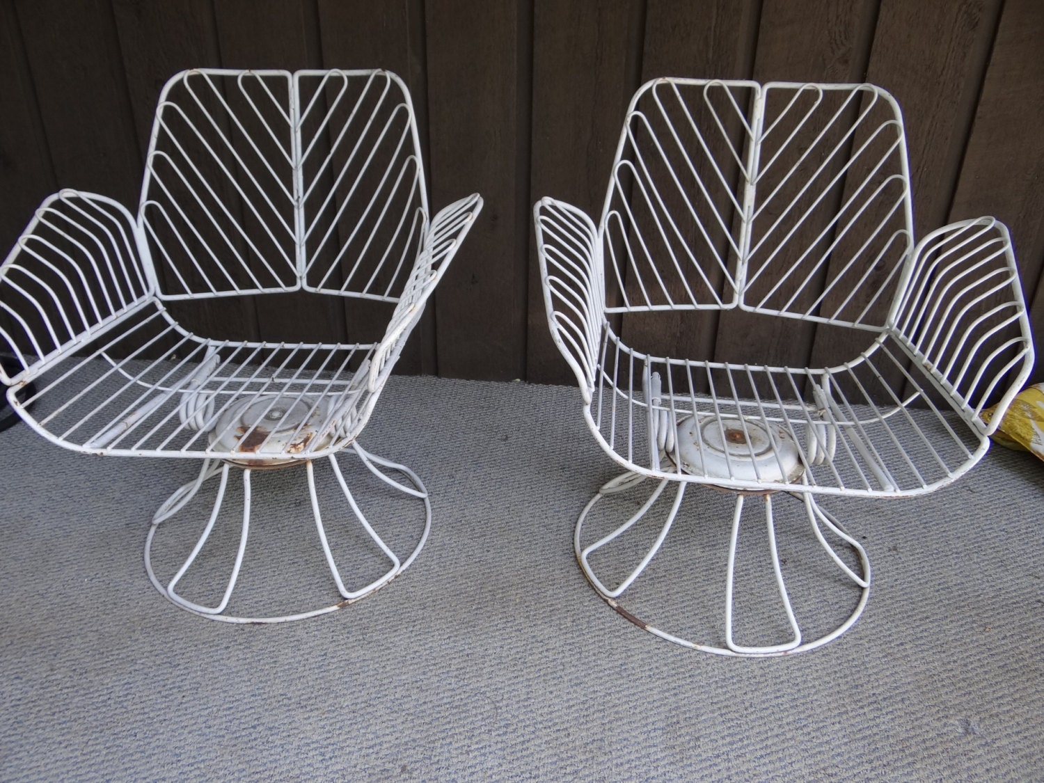 Homecrest metal swivel patio chairs Vintage wrought iron mid