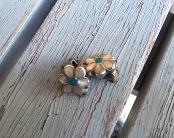 Zuni flower earrings -- 299