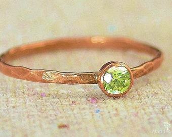 Dainty Copper Peridot Ring, Hammered Copper, Peridot Jewelry, Peridot Mother's Ring,  August Birthstone Ring, Copper Jewelry, Peridot Ring