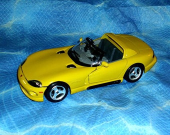 Burago Viper RT/10 Model Diecast Sports Car Open Top 1/24 Scale Collectable Realistic Detail Opening Doors & Bonnet Bright Yellow Colour