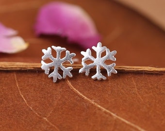 Free shipping: sterling silver snowflake stud earrings