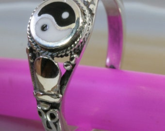 Yin Yang and 925 Sterling Silver Ring  --  1683