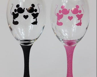Mickey & Minnie Mouse Kissing Glitter Wine Glass x 1 Glass