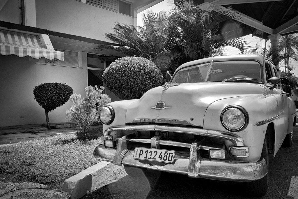 voiture ancienne vieille am ricaine plymouth en noir et. Black Bedroom Furniture Sets. Home Design Ideas