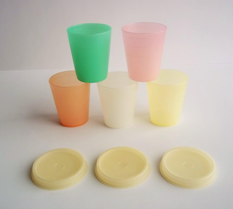 Tupperware plastic mini cups four lids retro kitchen use for Small plastic cups