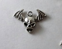 ShipsUS- SALE 5 Bat Skull Charms, Vampire, Silver Charms, Charms, Supplies, Metal Charms, Findings,Charms, Pendant, Tibetan Charms, Bracelet