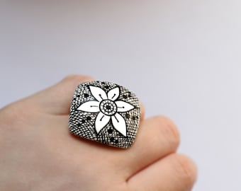 Abstract ring Statement jewelry Flower ring Artistic jewelry Black and white ring Abstract jewelry Geometric ring Diamond shape Women gifts