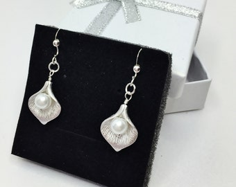 Calla Lily Earrings Flower Pearl Earrings Silver Lilly Earrings Bridesmaid Gift Wedding Lilly Earrings Silver Drop Earrings Under 20 Gift