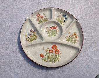 Round Party Platter Plate With Flower Snack Plate Compartment Plate 9.5 Inches