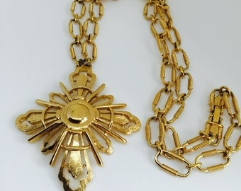 Vintage Monet Necklace with Medallion