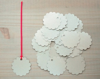 Round silver paper tags with scalloped edge - pack of 24