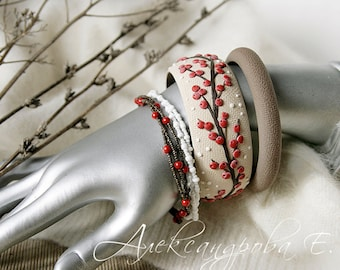 Bangle set Winter berries - 4pcs - Polymer clay bracelets - Red berries - Multistrand beaded bracelets - Snow Branches - Brown Beige White