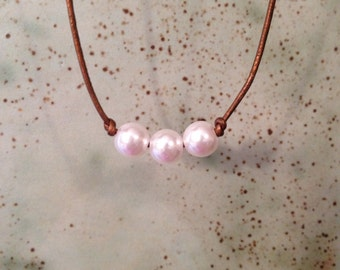 Leather cord pearl necklace