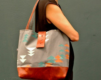 Only 2 Left! Ann Shoulder Bag in Alpine Print