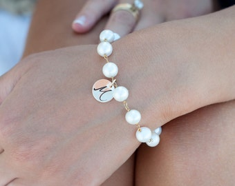 Freshwater Pearl bracelet, Personalized Bracelet ,Bridesmaid gift, Initial charm bracelet, Mother's jewelry, Bridal jewelry, graduation gift