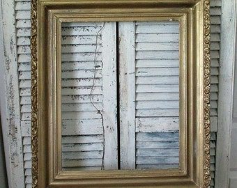 GoRGeoUS LARGE ANTiQuE GoLD FRaMe!