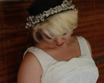 1950s black and white cap hat- tiny white flowers and veil- free size and gorgeous