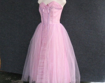 50s Vintage Strapless Prom Dress Tulle Net Pink Lavender Orchid Lilac, Lace + Ribbon Trim, Formal Party Evening Gown Boned Bodice Bust 35 36