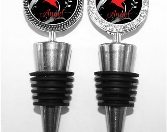 Red Bird in Vines Personalized Wine Stopper - Black Avian Wine Accessory and Wedding Keepsake for Wine Drinker, Bridesmaid Gift (A134)
