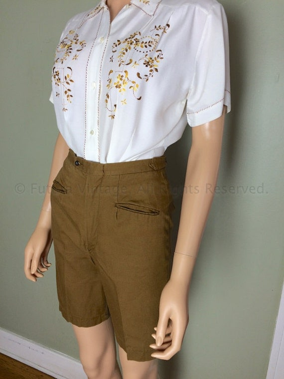 1960s TRIMSTER His for Her Khaki High Waist Bermuda Knee Length Walking Shorts with Pockets Adjustable Waist Tabs-XS S