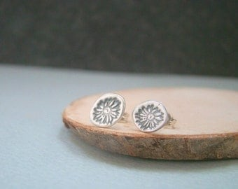 Tiny daisy metal clay fine silver ear studs, bridesmaid gift, wedding, for wife, daily studs, daughters