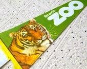 Vintage Bronx Zoo Souvenir Felt Pennant (1976)