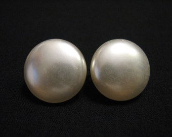 Vintage Round White Faux Pearl Lucite Bubble Clip Earrings