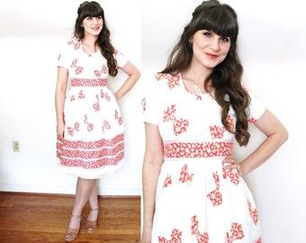 1940s Dress / 40s dress / 1940s Bow Novelty Print Day Dress