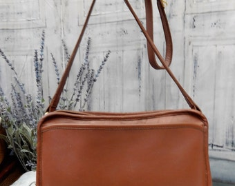 MINT -----Authentic Vintage COACH-- Thick Rich British Tan Leather -----BEAUTY---Equestrian Bit ~~Horseshoe Accent