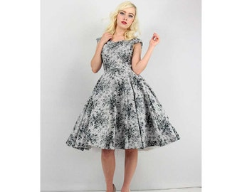 1950s dress / 50s dress / Gray rose floral print cotton dress with full circle skirt / M