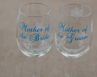 Personalized Mother of the Bride or Groom gift wine glass, wedding gift for parents.  Red and white snowflakes. Christmas gift idea. Winter