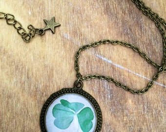 Clover necklace, Three Leaf Clover, Botanical necklace. Lucky necklace, Happiness necklace nature necklace, vintage necklace, green necklace