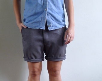 15% SALE (Code In Shop) - Vintage 70's Men's Dark Grey Cropped Shorts 29 30 31 S