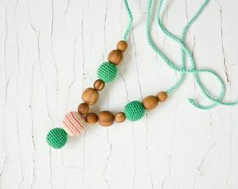 Petite Nursing Necklaces, Mum Necklace, Breastfeeding, Babywearing, Teething Jewelry - Emerald Green, Apple Wood - FrejaToys