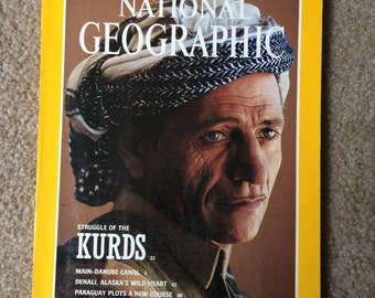 National Geographic Magazine August 1992 - Vintage Ads and Photography, Reference Magazine, School Homework Resource