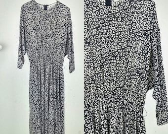 Vintage Black & White Abstract Print Long-Sleeved Dress / Medium