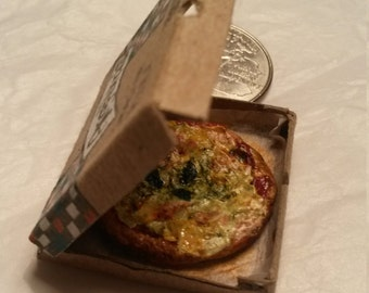 Pizza in a box | Italian pizza | Dollhouse miniatures | 1 inch scale - 1/12 scale | Miniature | Food