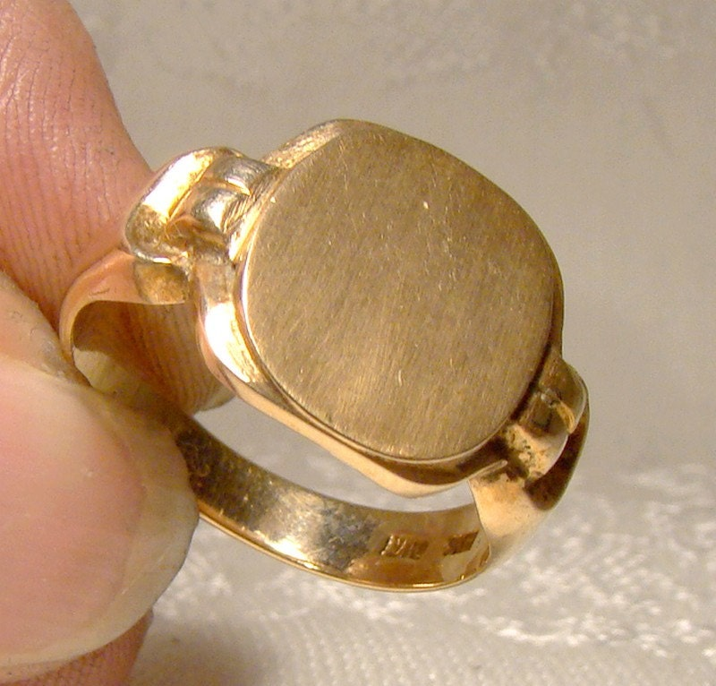 deco 10k mens yellow gold signet ring by