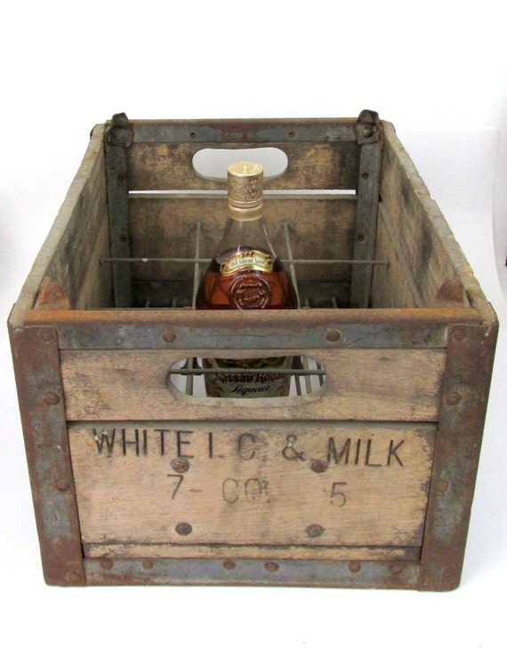 vintage wood crate 1945 white i c milk co wood milk crate. Black Bedroom Furniture Sets. Home Design Ideas