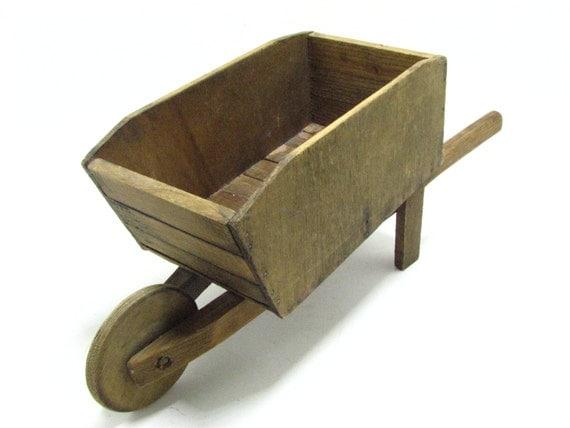 Brouette miniature bois vintage fait main clou e en pot de - Brouette bois decorative ...