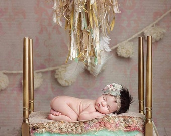 Newborn Baby Photography Prop Bed 4 Poster White or Gold