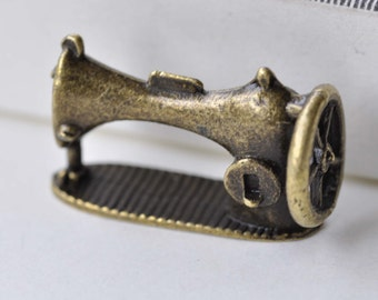 10 pcs of Antique Bronze 3D Sewing Machine Charms 12x16x26mm A7766