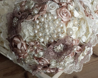 Brooches bridal bouquet off white