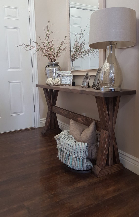 rustic farmhouse entryway table.